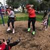 Тетя и племянница застряли в детских качелях