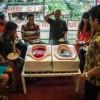 В кафе Индонезии еду подают в турецких унитазах