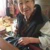 Бабушка переделала рваные джинсы внучки. Теперь популярны обе!
