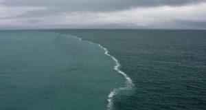 16 удивительных мест на Земле, где видна граница между водными пространствами