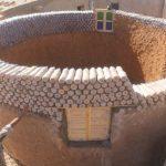 Дома из пластиковых бутылок, наполненных песком