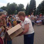 В Батайске детям раздали просроченные конфеты