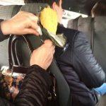Пассажирка по дороге зашила сиденье в маршрутке