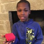 10-летний мальчик работает над устройством, которое предотвратит гибель детей, оставленных в автомобилях