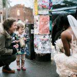 Маленькая девочка встретила принцессу Беллард из своей любимой книги