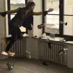 Видео: Уличный иллюзионист нарушает законы физики