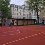 Родители школьников отстаивают площадку, построенную на собственные деньги