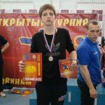 В Бердске подросток дал отпор трем взрослым мужчинам