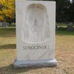 Проходя на кладбище мимо этого надгробия, люди начинают креститься в ужасе!