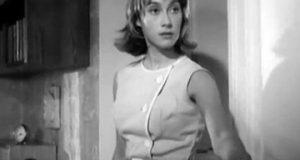 Актриса-первокурсница дебютировала в фильме Георгия Данелия в эпизодической роли Кати, сестры главного героя.