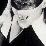 Золотые зубы и бриллиантовые клыки: самые безумные зубные украшения звёзд