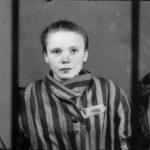 Фашисты заставили фотографа снимать пленных Освенцима,и это спасло ему жизнь