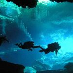 Водолазы впервые опустились в голубую дыру