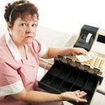 4 причины, по которым продавцы стараются никогда не давать сдачу в руки