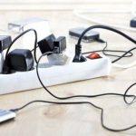 Чем опасны зарядные устройства, которые постоянно подключены к розетке