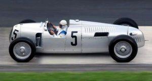 16-цилиндровый гоночный автомобиль Auto-Union Typ С. | Фото: seriouswheels.com.