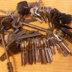 Зачем люди делают это отверстие в ключах, и Почему вам стоит сделать так же